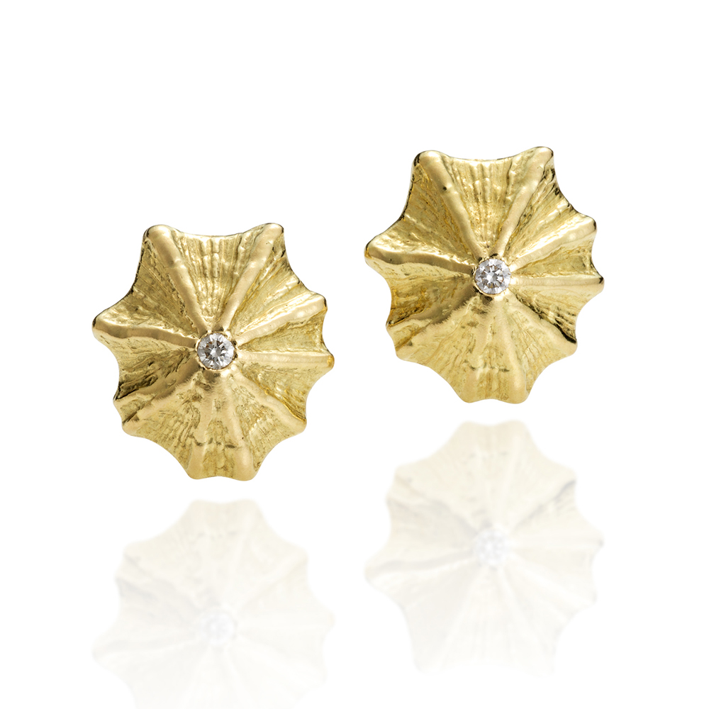 NISA Jewelry Kiss Limpet Earrings with diamond on white
