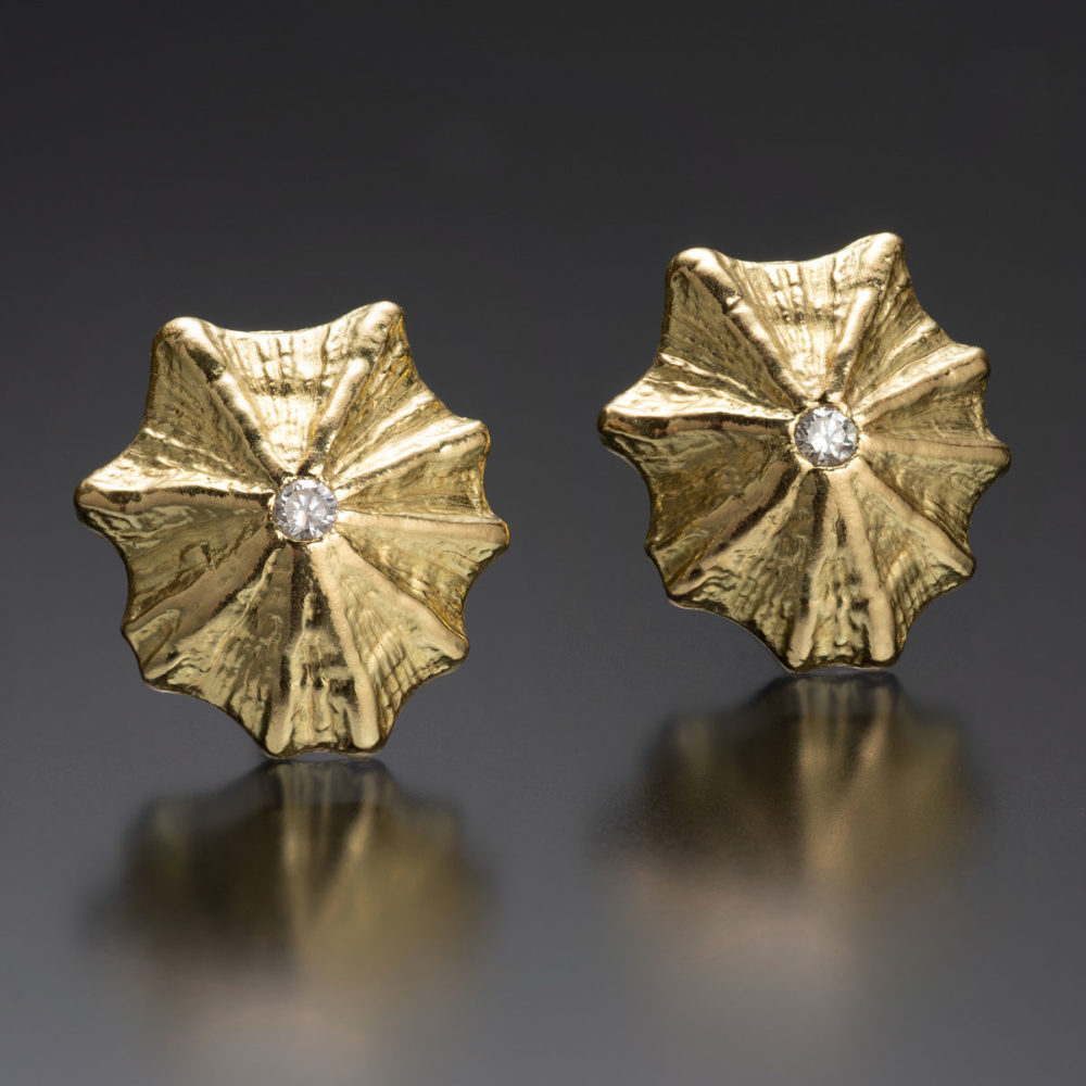 NISA Jewelry Kiss Limpet Earrings with diamond